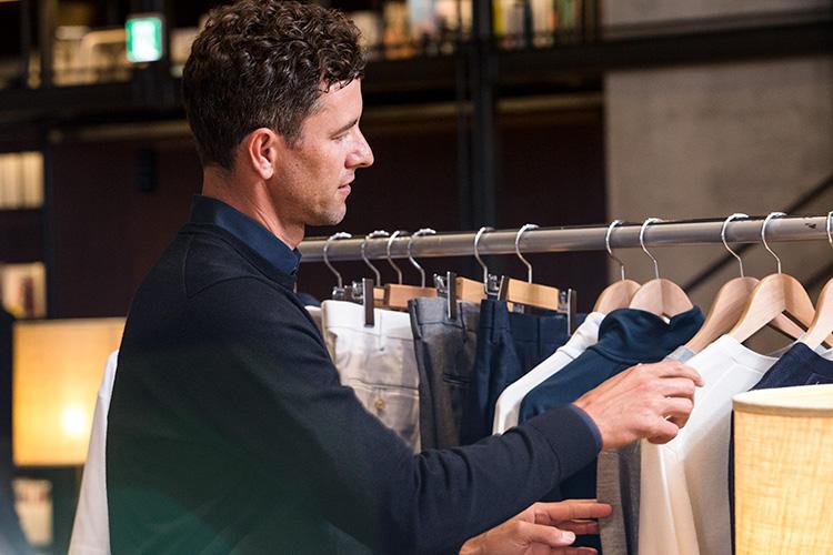 数々の「Life Wear」は、アダム選手が実際に着て、いろいろなリクエストを投げて製品に反映されている。