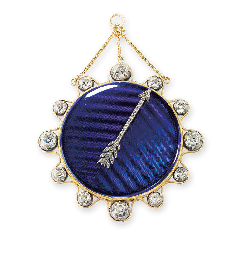 1800年に、ナポレオンの夫人ジョゼフィーヌのために作られた時計。ゴールドにブルーエナメルのケースをもち、暗闇でも時間がわかるように、ダイヤモンドのポインターがケース外周に配置される。ケースの外側に付けられた針とそのポインターによって時刻を知る、モントレ・ア・タクトというスタイルの時計だ。