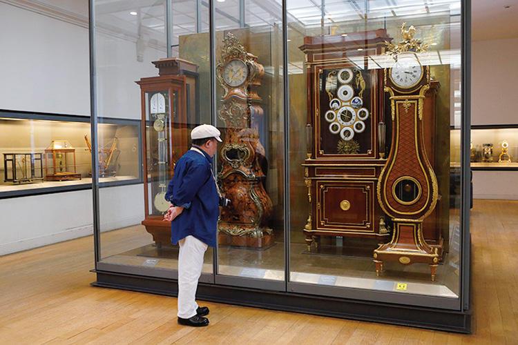 アンティード・ジャンビエによる天文時計、アストロノミカルクロックは、グレゴリオ暦と革命歴の両方を表示する、複雑な機構を備える。