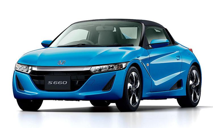 <strong>ホンダ S660<br />198万円〜</strong><br />「2座の軽スポーツカー」という希少モデルとなるS660。クルマにとって軽さがいかに大事か、それを走りでしっかりと教えてくれる。もちろんMTモデルもいいが、気軽に楽しく走りたい人はあえてCVTを選ぶのも大いにあり。燃費も20km/リットル超えと優秀だ。