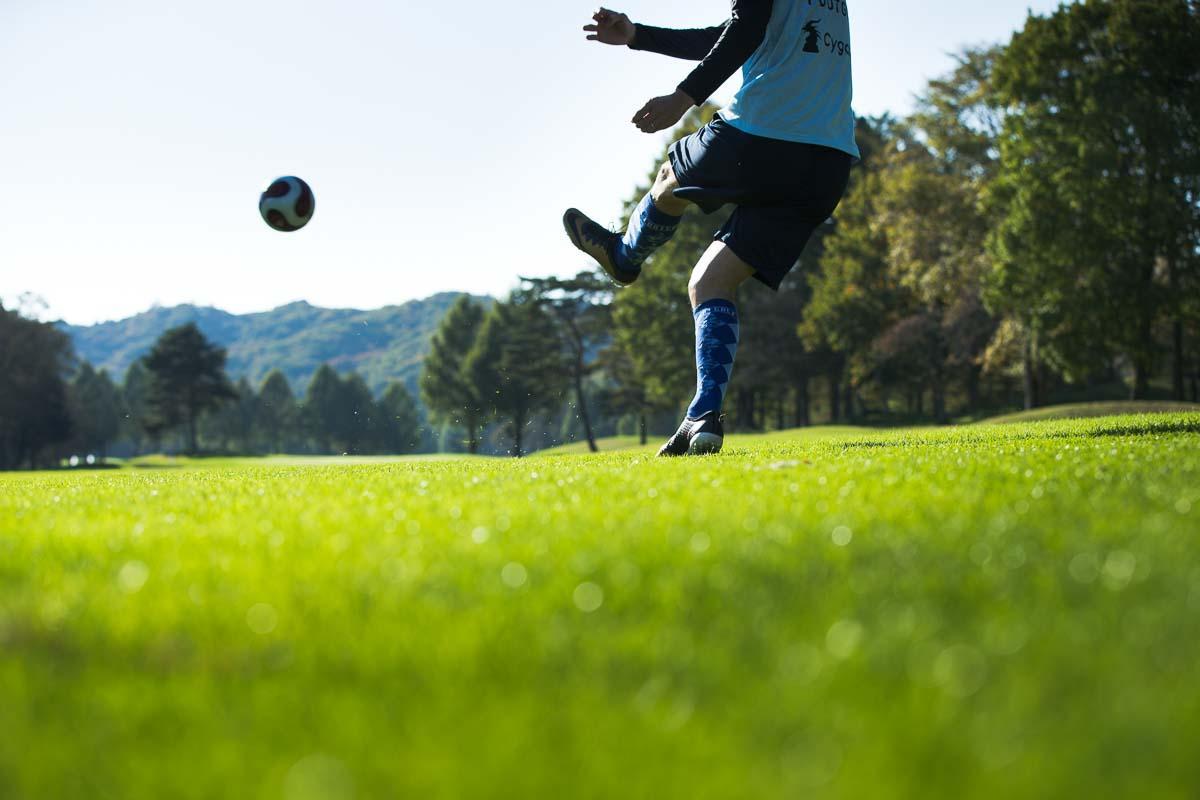 ゴルフ同様、各ホール、最初の1〜2キックで距離を稼ぐのが重要だ。