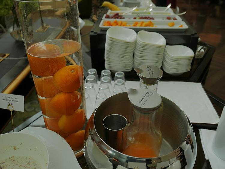 オレンジジューズも生絞りたて!