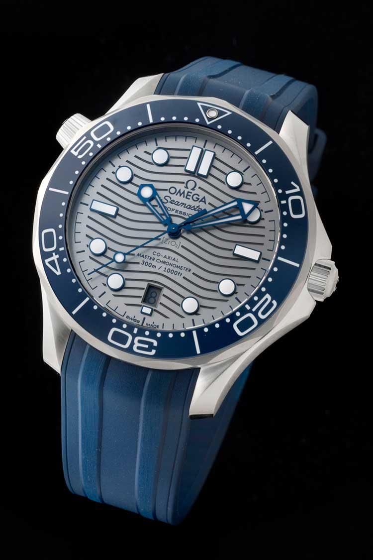 buy online dce01 bcaa2 オメガを代表する300m防水のプロ用ダイバーズが、誕生25周年を機 ...