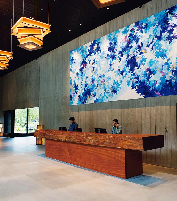 <strong>at Lobby</strong>「目に鮮やかなアート、建築の妙に浸る」