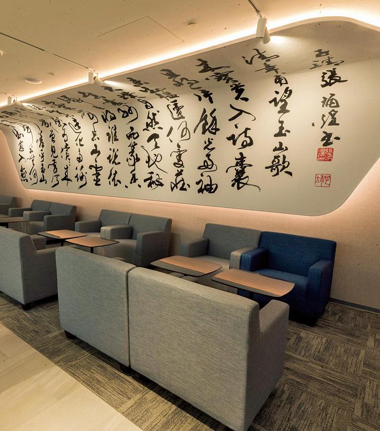 桃園国際空港のラウンジもオリエンタルなムードが魅力。
