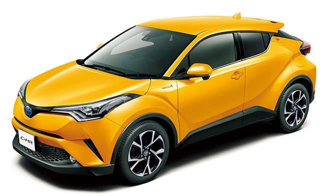 <strong>TOYOTA C-HR<br />251万6400円〜290万5200円</strong><br />小型SUV市場にトヨタが満を持して送り込んだ最新作。前衛的なルックス、燃費性能と高い走行性能を両立した2種類のエンジンなど、死角がない。また、安全性能もぬかりなく、多くの最新装備が用意されている。(トヨタお客様相談センター)