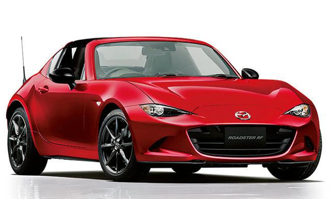 <strong>MAZDA ROADSTER<br />249万4800円〜319万6800円</strong><br />日本が誇る名スポーツシリーズの最新モデル。初代から継承する「人馬一体」のコンセプト通り、1.5リットルのエンジンと軽い車重で大人のオトコも満足させる。走りも軽快だが、17.2km/リットル〜(MT車)と燃費性能も優秀。(マツダコールセンター)