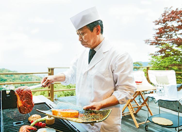 出張したシェフが直々に肉や野菜を焼いてくれるサービス付き(1名1万2000円)