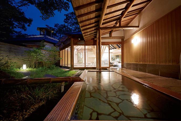 源泉かけ流しを一晩中堪能できる大浴場「星の湯」。