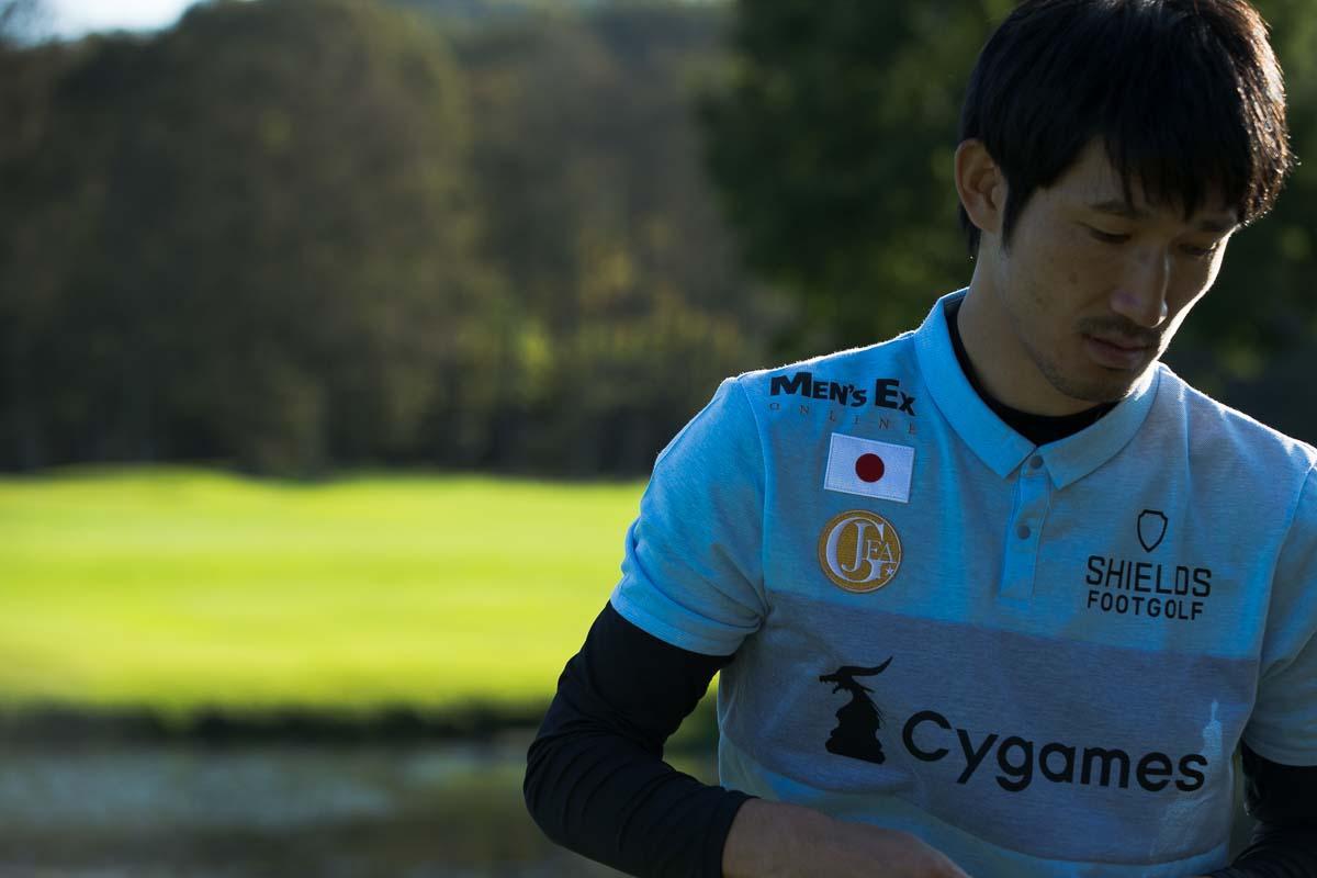 日の丸とともに! 元浦和レッズ、元フットゴルフ日本代表の堀ノ内選手。