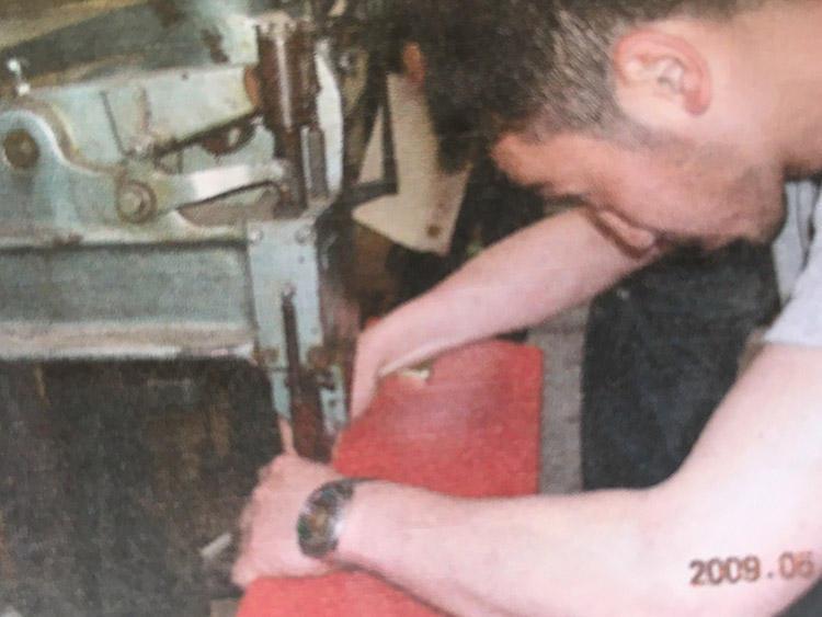 こちらもグローブ・トロッターの工場で修行していたときの一枚。
