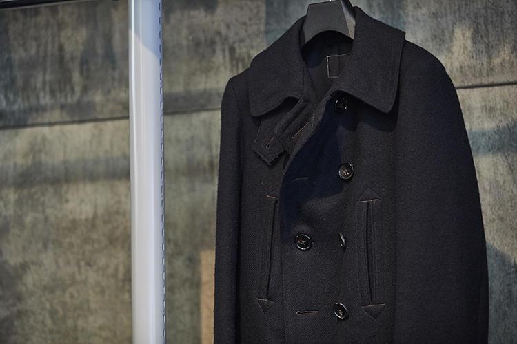 かつて職場の仲間だった方が持っていた1910年代のPコートを基にリングヂャケットが復刻したものを自腹で購入。ドレスクロージングのファクトリーで作られた本格的な作りが特徴だ。今冬、ドレッシーなアレンジを加えて再登場が予定されている。