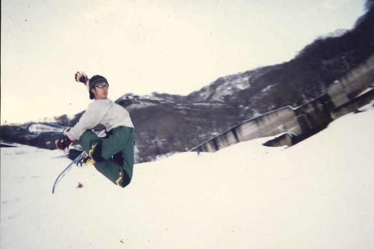 20歳代前半、スキー場で撮影。「高校から大学時代はスキーに没頭していて、ファッション関係の仕事に就くか? スキー関連の仕事に就くか? と迷っていた時期もありました」。