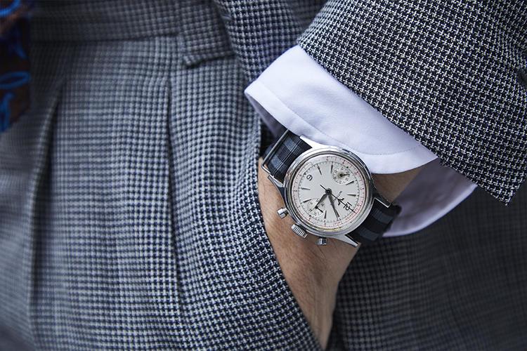 1960年代のウィットナーのビンテージウォッチ。「成人式用のスーツを買うために親からもらったお金が、これになりました。当時、松本零士さんの漫画の中に手巻きのクロノグラフが登場して『俺が死んだら時計も止まる』みたいなセリフがあったのに憧れていたのです」。