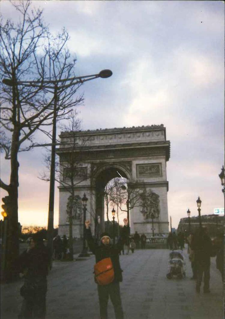 フランスに夢中だった20歳代中頃にパリへ。「『フランス』、『パリ』とつけば服でも本でも雑貨でも何でも買う! という時期で、当時働いていたショップ(エディフィス)で同じようにフランスにハマっていたスタッフ仲間と男二人旅でパリに行きました。のちの新婚旅行もパリに行くぐらい心酔していました。現在、仕事で行くのは主にイタリアですが、今でもフランスは好きです」。