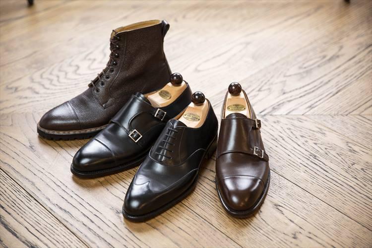 「本国まで足を運んで、完成度を高めて作り込みました」。ハンガリーの名靴として知られるバーシュは別注を含めた、ラインアップ。右から2足目の黒の紐靴のみ、ユナイテッドアローズ銀座店での販売となり、ほかはザ ソブリンハウスで展開される。左端のブーツのみ21万5000円、ほか3足は15万円(すべて税別)。<br />ユナイテッドアローズ 銀座店 TEL:03-3562-7798、ザ ソブリンハウス TEL:03-6212-2150