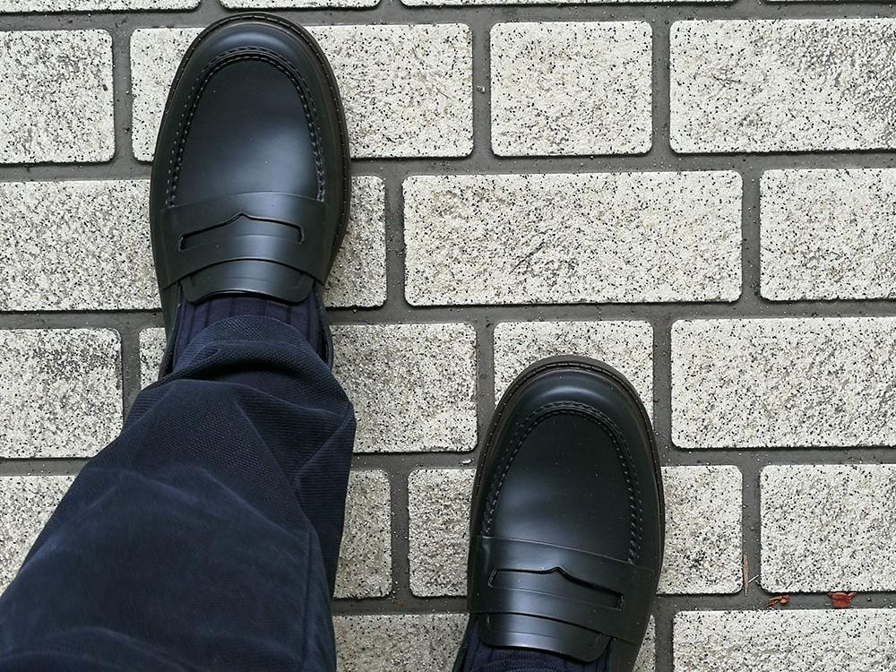 嬉しくて購入初日から履いてみました。曇り空でしたが特に違和感ナシ。履き心地も長時間だと蒸れが心配なものの快適でした。