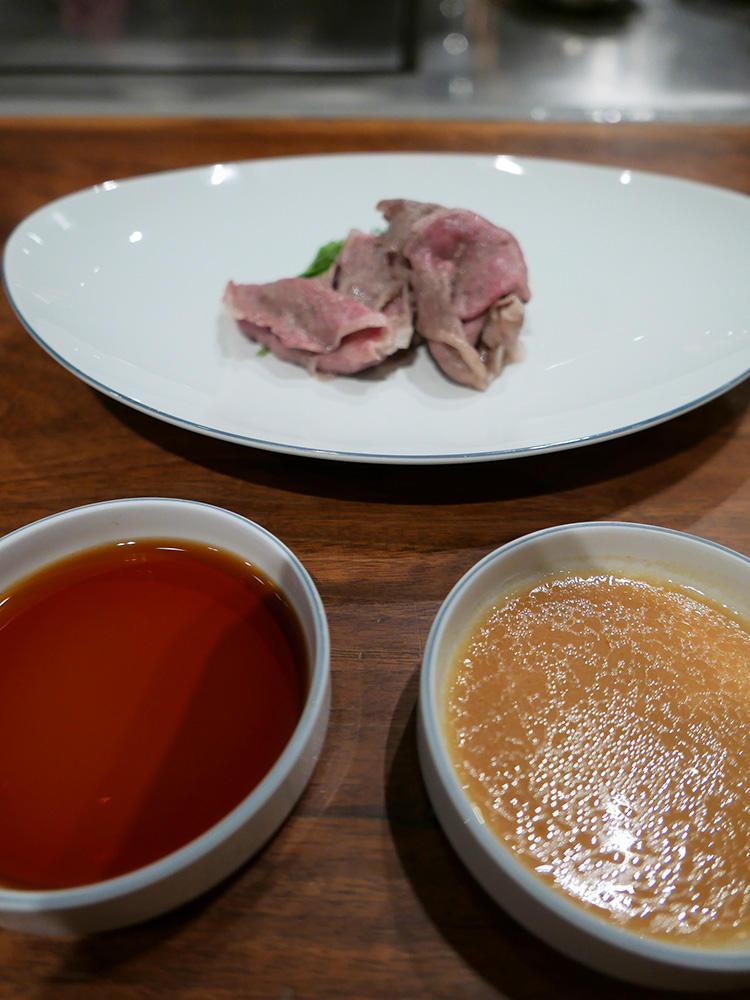 西京味噌ゴマダレとポン酢の2種類、違うフレーバーが楽しめるのも嬉しい。