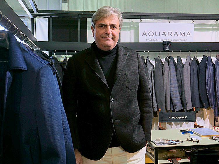 アクアラマの社長、マルコ・トフィさん。巣ポンディッシュなスポーティジャケットだが、インナーも同色タートルでまとめてシックな印象に。