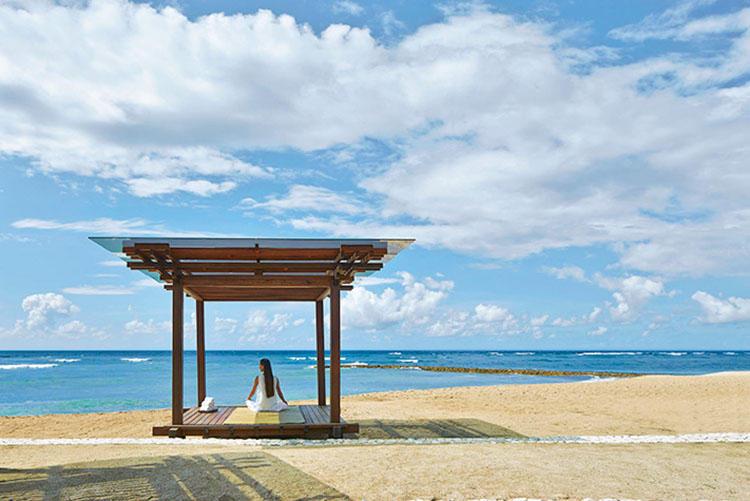 ビーチで瞑想して清々しい気持ちに。