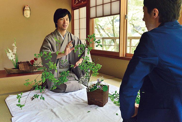 未生流お家元による華道のプライベートレッスンでは、四季の美に気づく。ワンランク上の京都体験が満載だ。
