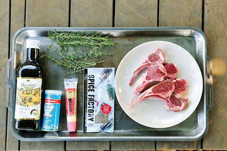 【材料】ラムチョップ、タイム、ローズマリー、にんにくチューブ、黒胡椒、塩、オリーブオイル