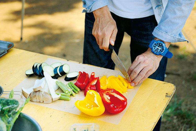 1:野菜は食べやすい大きさにざっくりカット。エリンギは縦切りが一般的だが、輪切りにすると違った食感が楽しめる。