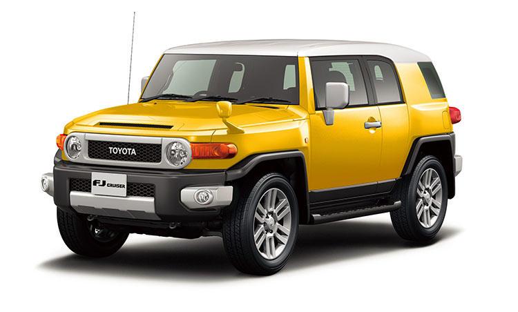 <strong>トヨタ FJクルーザー<br />324万円〜</strong><br />本格オフロード性能と快適性を持ち合わせた人気のSUV。観音開きのサイドドアは後席アクセスこそしづらいが、その分デザイン性や個性は格別。4人乗車の機会が少ないならぜひオススメしたい。走破性は一級品で山、海、場所を選ばずドライブが楽しめる。