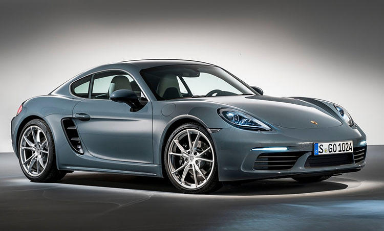 <b>ポルシェ 718ケイマン<br>673万円</b><br>RR駆動の911シリーズよりもピュアな走りが楽しめると、高い評価を受けるMRレイアウトのケイマン。911の約1/2の価格でポルシェの真骨頂が味わえ、毎日のドライブを楽しい時間へと変えてくれる。