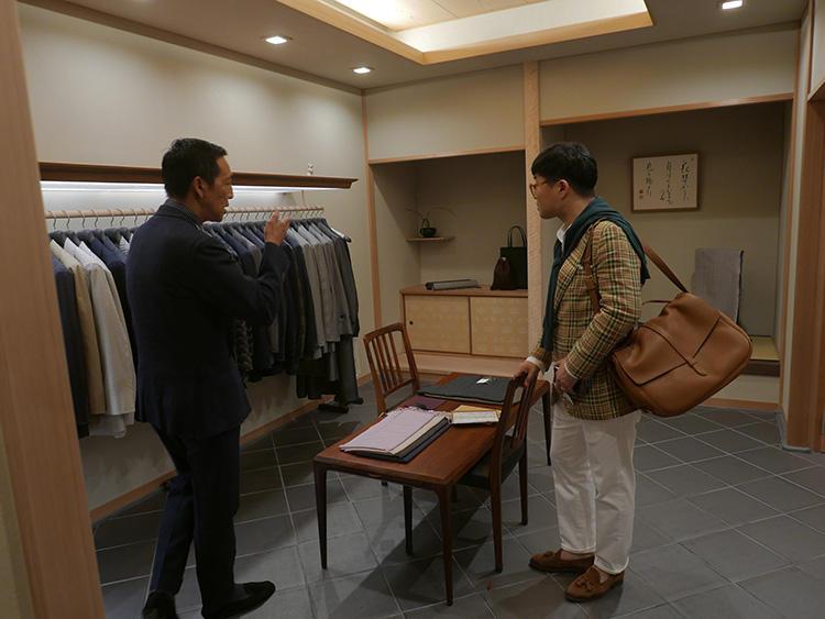 順理庵には、着物生地のジャケットなど、和の要素を取り入れたアイテムが並ぶ。