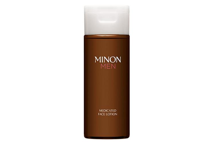 For Daily Self Care 01<br/><br/><b>まずは普段のコスメを敏感肌用にスイッチ!</b><hr>敏感肌向けの男性用化粧水。2種のアミノ酸で、水分と油分のバランスを優しく労りつつ整える。医薬部外品。ミノン メン 薬用フェイスローション 150? 1800円〈実勢価格〉(第一三共ヘルスケア)
