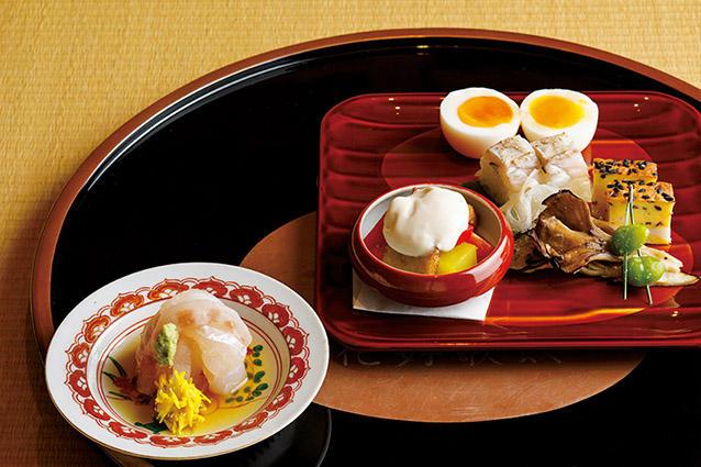 写真の料理はぐじの寿司、海老の松風、銀杏、瓢亭玉子などを盛り込んだ八寸と、明石鯛を昆布〆にしたお向。
