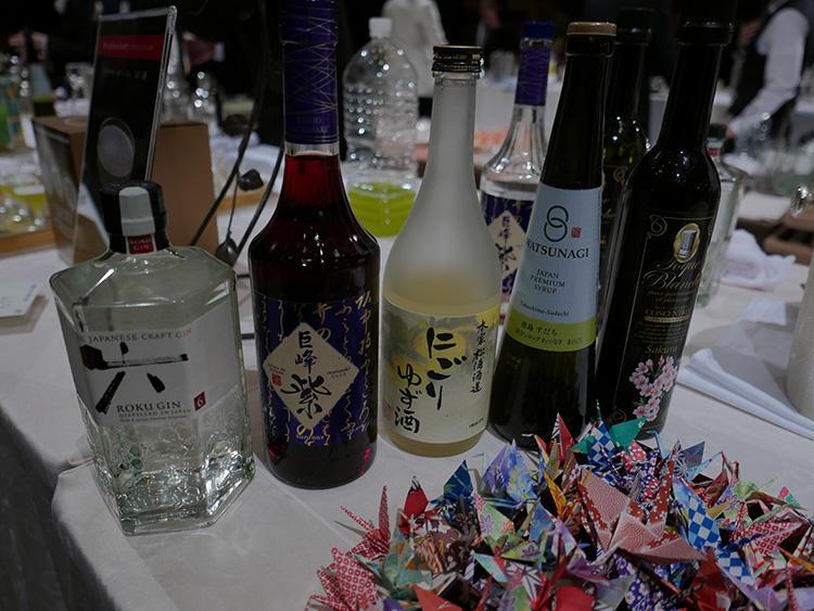 日本の四季を表現するべく、さまざまなフレーバーのリキュールが使われた。大会では時間の関係で実演されなかったが、本当は織り鶴を最後にグラスに垂らすというプレゼンテーション案もお見事。