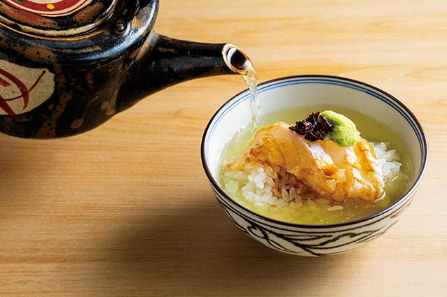 昼は5000円〜、夜は1万3000円〜。夜の〆に登場する鯛茶漬けは「クセになる」と中村さんも絶賛。事前にお願いすれば昼でも提供可。