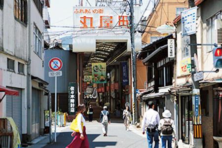 町家が点在する丸屋町商店街、菱屋町商店街、長等商店街はアーケードで連なり、その全長は約700m。