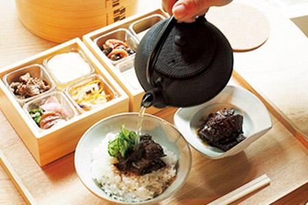 事前に予約しておけば、近江の幸が詰まった朝食を味わえる。※1名1泊9900円〜(1室2名利用時/税別・サ込)