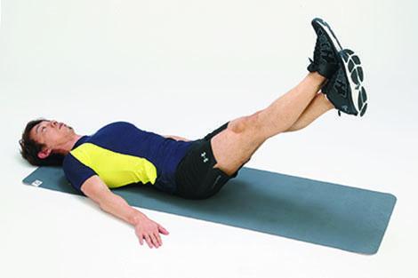 <b>Step 1</b><hr>仰向けの状態から、膝を伸ばし、足首を交差し、つま先を天井へ向ける