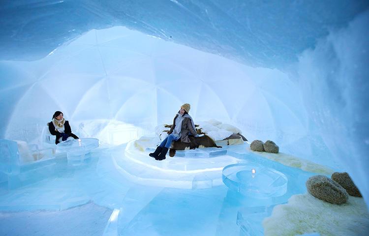 暖かいパジャマとシュラフに包まれて、マイナス30度の氷の世界を楽しもう。