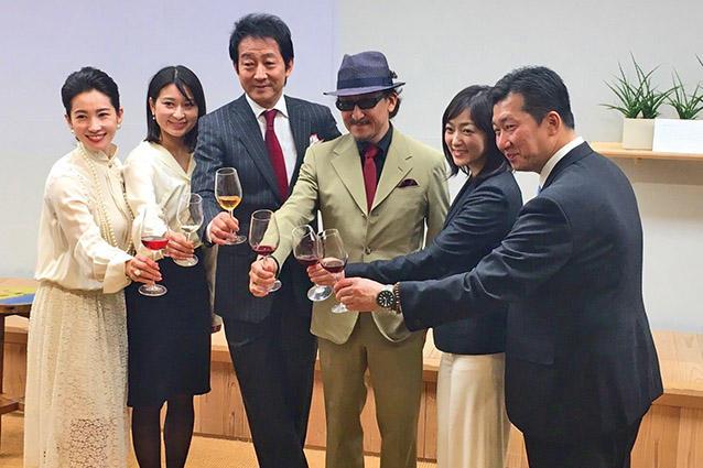 <b>「日本のワインを愛する会」が発足!</b><hr>2018年11月1日、「日本のワインを愛する会」が立ち上げられ、漫画『神の雫』の原作者樹林 伸さんや、日本ワインの黎明期を描いた映画『ウスケボーイズ』の柿崎ゆうじ監督も会見には登場した。
