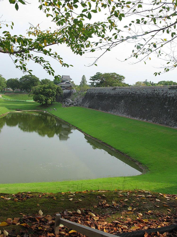 今回(2108年9月)訪れた熊本城の外壁の様子