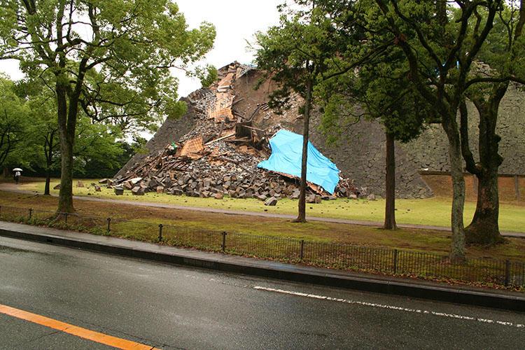震災直後の熊本城。