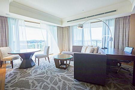 客室の一例。スーペリアスイート 2名1室11万2680円(税・サービス料込み)。