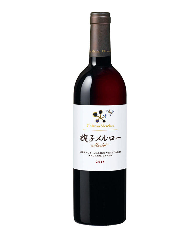 <b>メルロー</b><hr style='margin-bottom:10px'></br>「シャトー・メルシャンの自社管理畑で栽培された、芳醇で熟した果実のニュアンスがある重厚な赤ワイン。熟成させてもおいしくいただけます」。椀子メルロー2015/5000円(メルシャンお客様相談室)