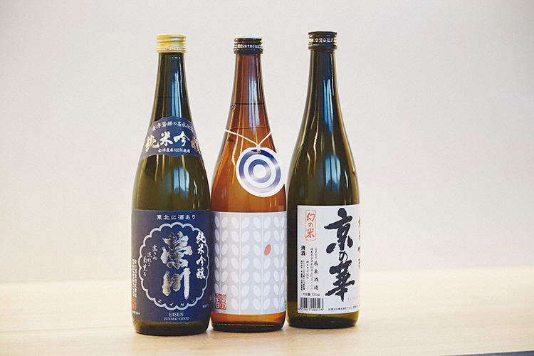 地元、会津若松の酒造から集めてきた、女性にも飲みやすいまろやかな日本酒が揃う。