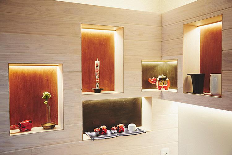 部屋のコーナーにも、会津若松の民芸品がずらり。