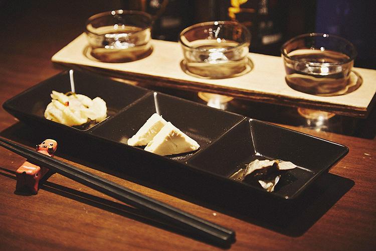 合わせておつまみも。クリームチーズの味噌漬けや、日本酒で漬けた地酒漬けなど。