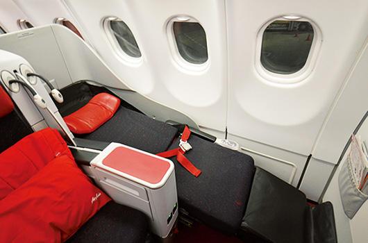 大手航空会社のプレミアムエコノミーに近いシートである分、割安感がある。スクート便では機内Wi-Fiが搭載されているので旅にも出張にも重宝する。