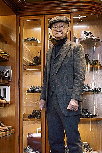<b>Good Owner!</b><hr style='margin-bottom: 20px'>新潟の仕立て服店でオーダーメイドしたスリーピースに「アナトミカ」の帽子を被る、内藤会長。実に矍鑠たる紳士だ。