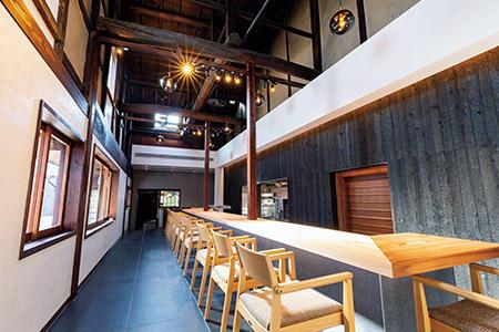 かつての酒蔵の土間はレストランとして復活。宿泊客だけでなくビジターも利用可能。