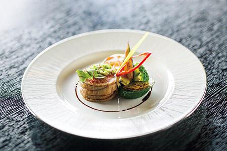 ディナーコースの一例。大和野菜や大和牛など奈良の食材をふんだんに盛り込んだ料理が続く。